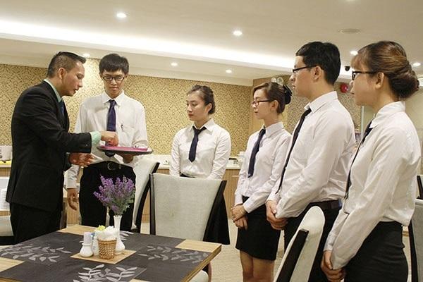 Ngành quản trị khách sạn lương bao nhiêu?