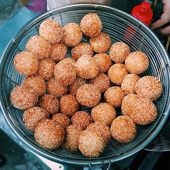 Bánh rán mặn ngọt Huỳnh Thúc Kháng đầy hấp dẫn