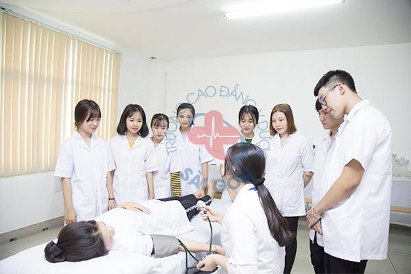 Chương trình đào tạo Cao đẳng Điều dưỡng 2021 bao gồm những môn gì?