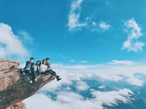 Mỏm đá sống ảo ở đỉnh Pha Luông